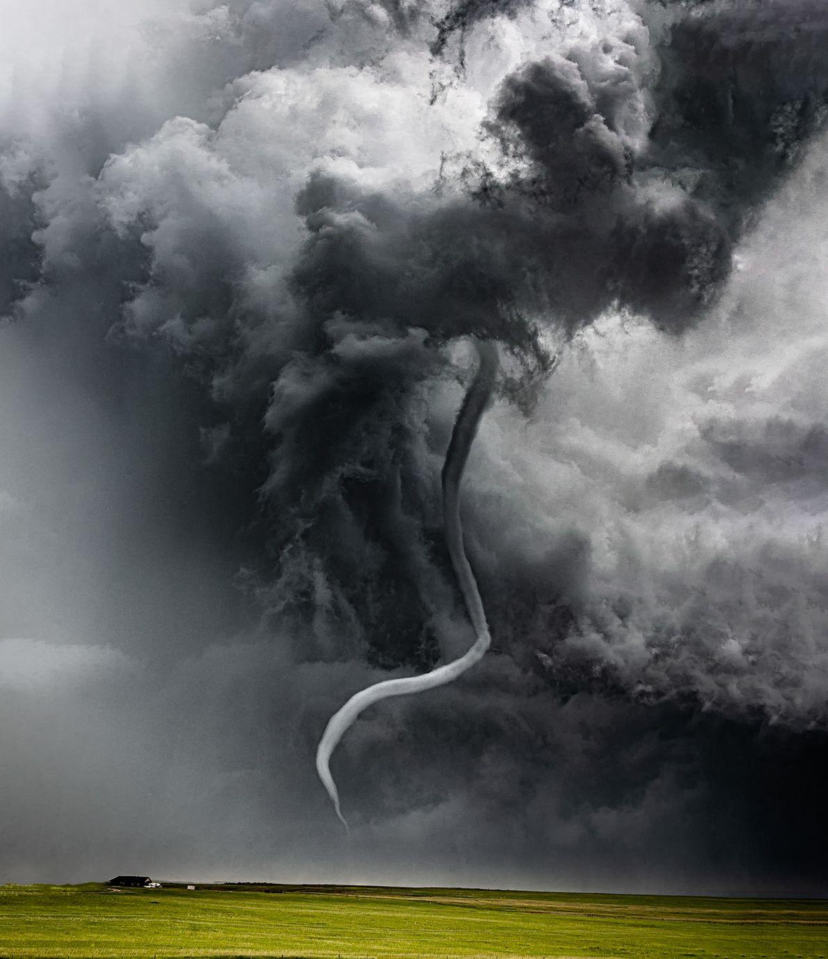 Tornado próximo à cidade de Chugwater, no estado americano de Wyoming.