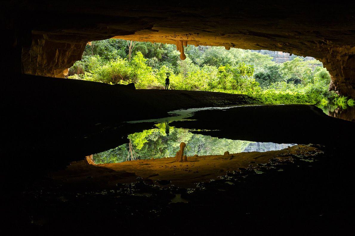 Reflexos na caverna