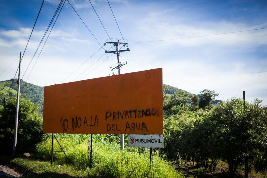 """Outdoor em Tanacatepeque: """"Não à privatização da água""""."""