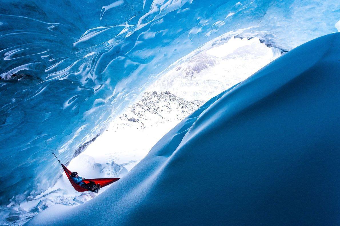 Descanso na rede em meio ao gelo.