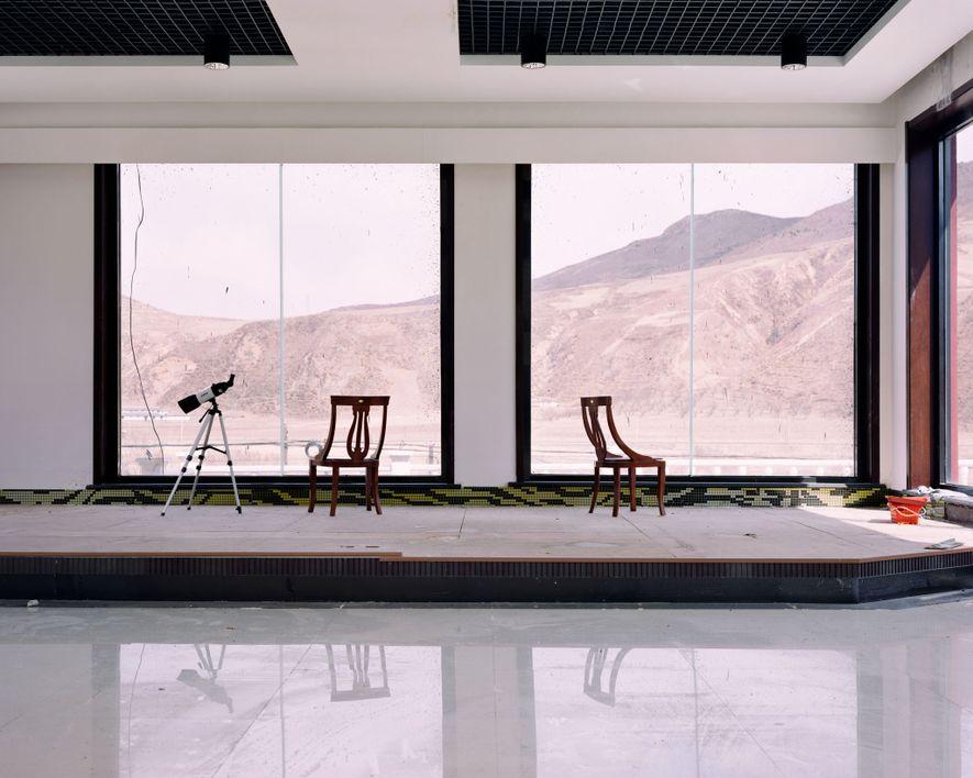 Um hotel na fronteira da Coreia do Norte conta com telescópios para observar a vida ao sul em Longjing.