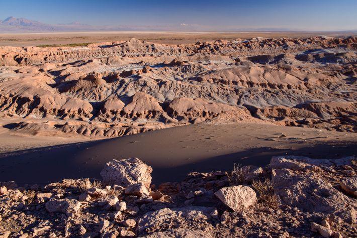 A geologia única do Valle de la Luna do Atacama torna-se ainda mais dramática ao pôr ...