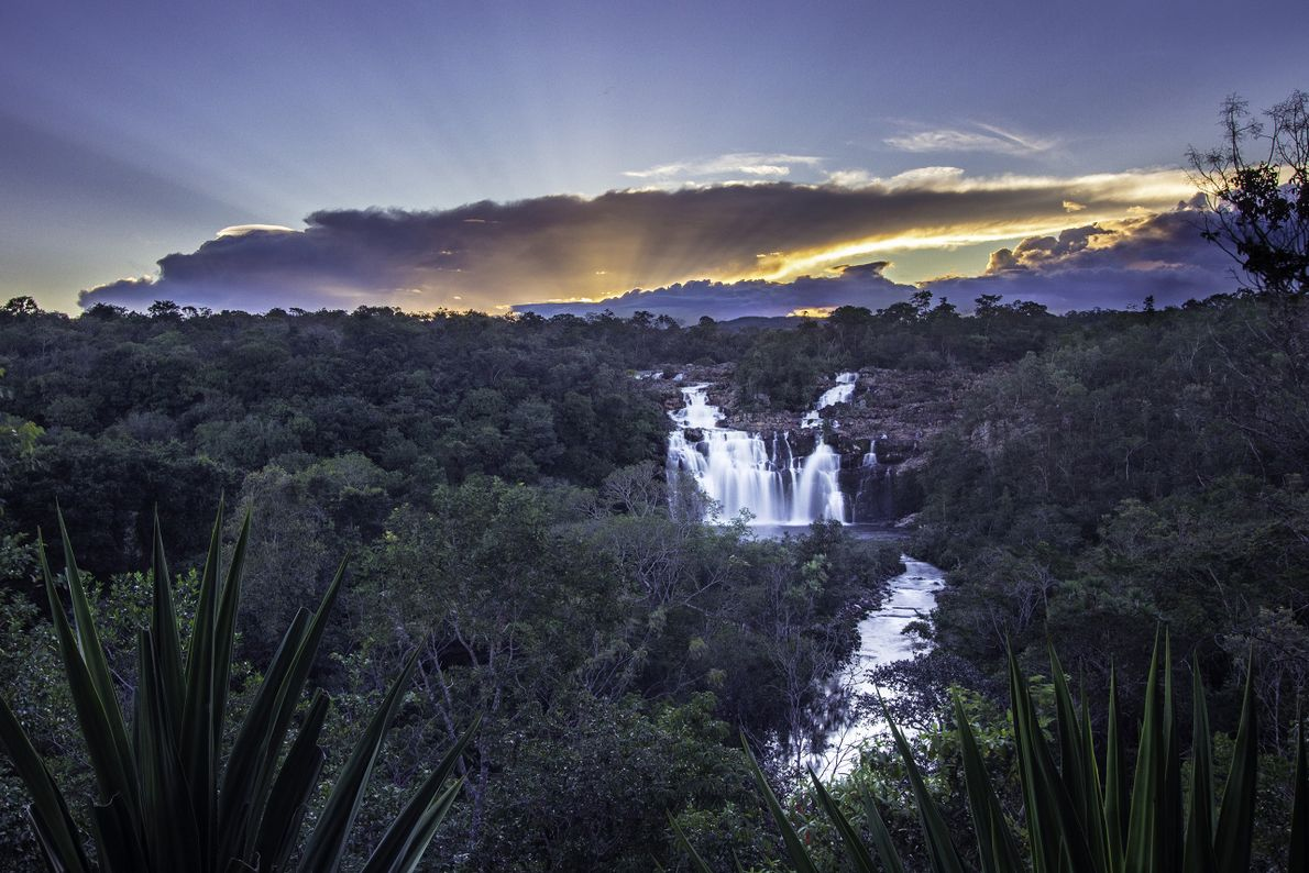 cachoeira-poco-encantado-chapada-dos-veadeiros-sua-foto