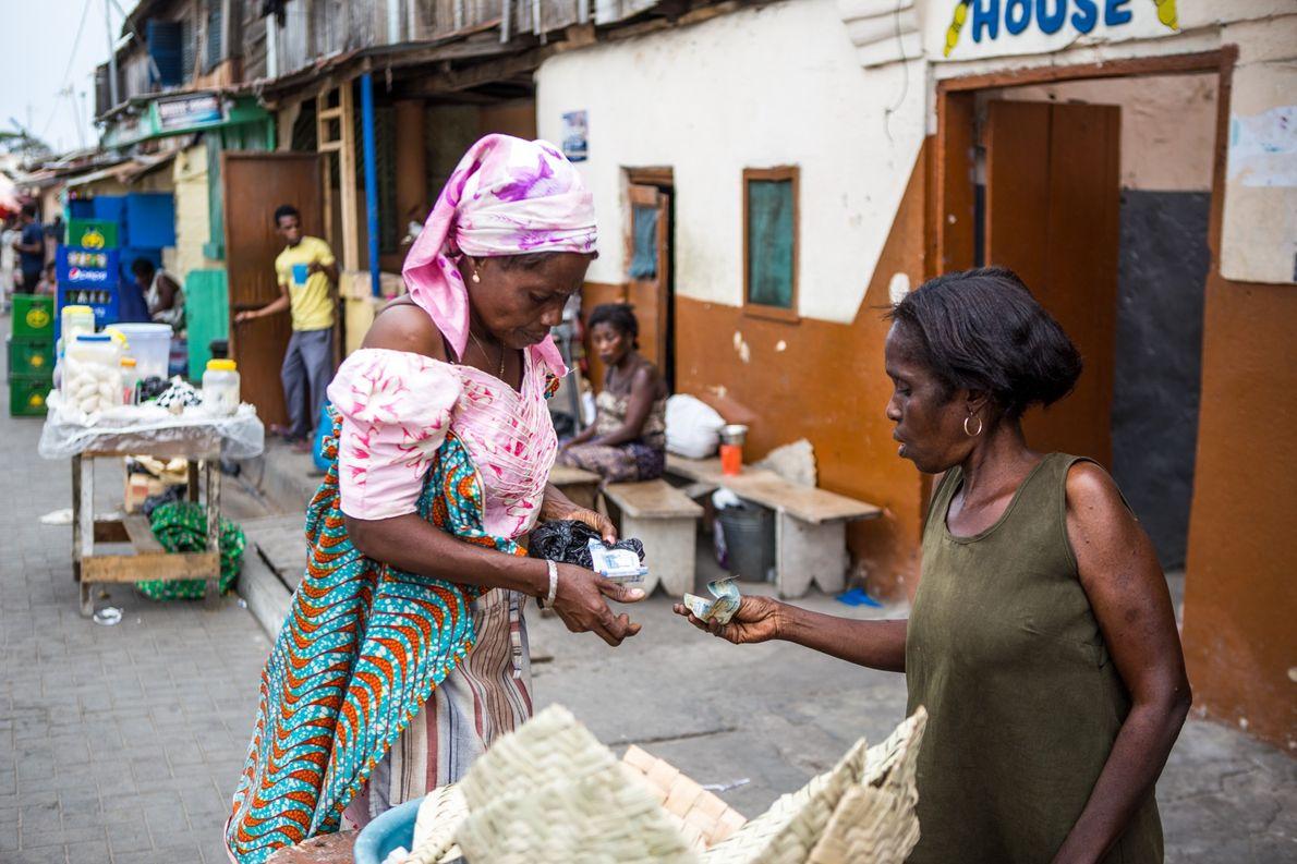 Comerciante no bairro tabom, em Acra, Gana. Uma teoria alternativa sobre a origem do nome tabom …