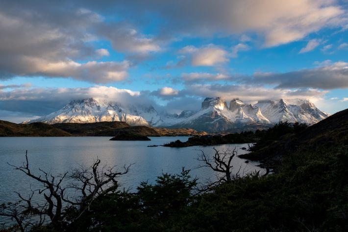 Visitantes do Parque Nacional Torres del Paine podem entender o porquê do nome do local, que ...
