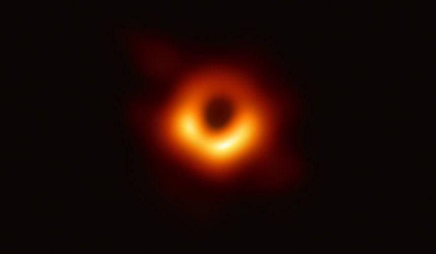 O Event Horizon Telescope — um conjunto de radiotelescópios terrestres em escala planetária — revelou a ...