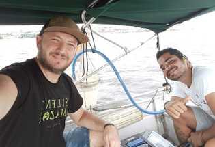 Pausa para a selfie: pesquisadores Andreu Rico (esquerda) e Gabriel Nunes durante a Expedição Silent Amazon, ...