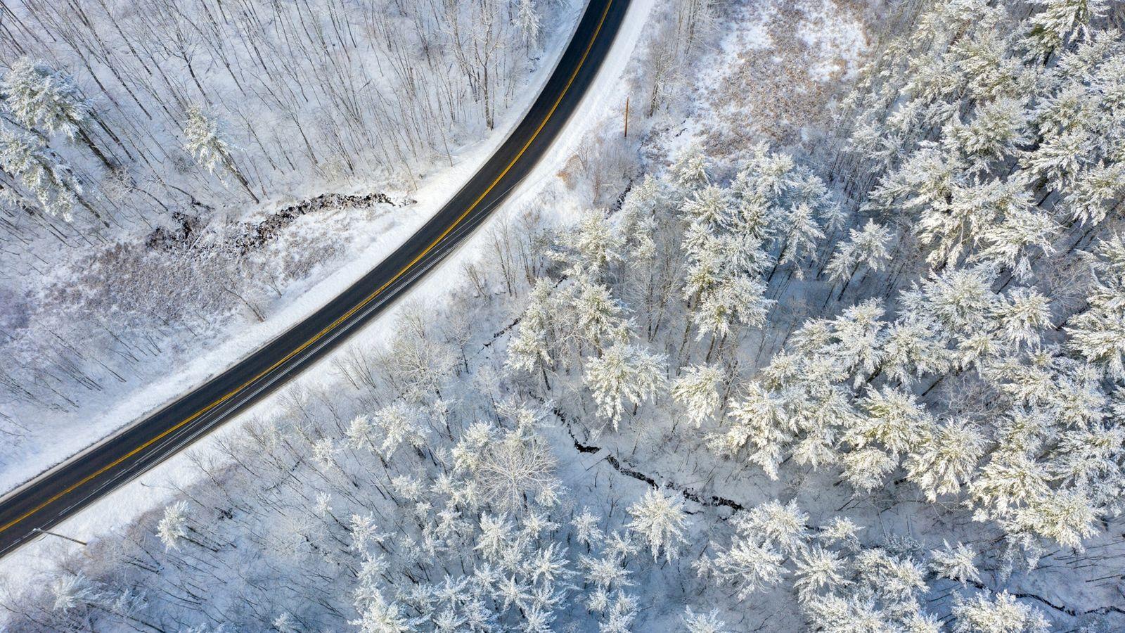 O fotógrafo de drone Caleb Kenna capturou uma manhã de inverno com muita neve no Parque ...