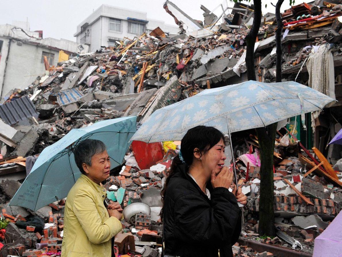Vítimas de terremoto em luto