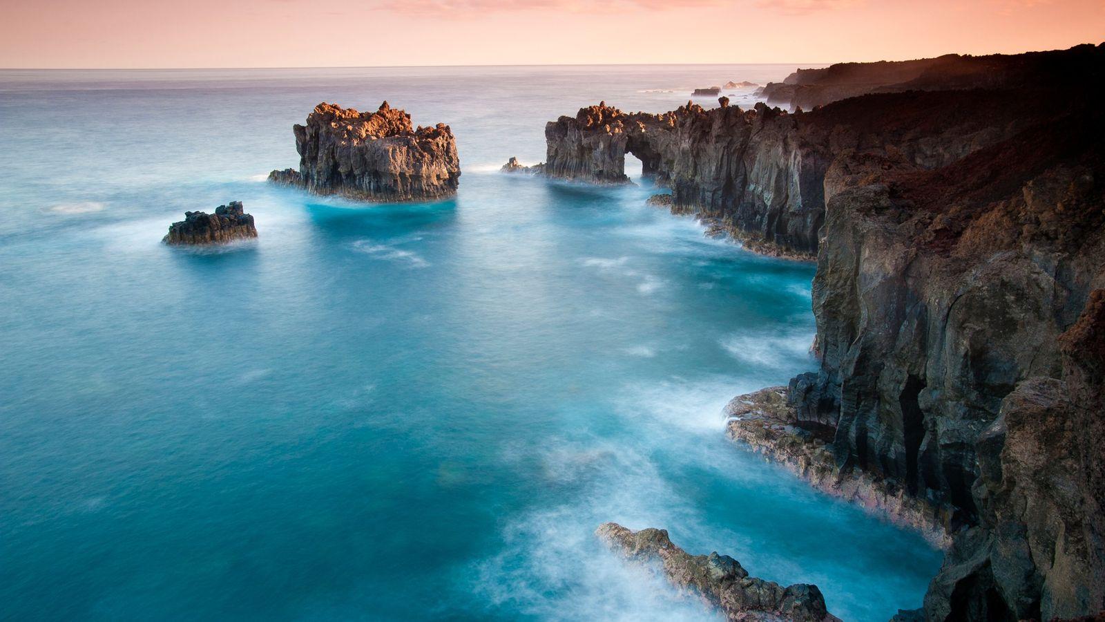 Ilhas Canárias, Espanha El Hierro, uma das Ilhas Canárias da Espanha, já foi considerada o ponto mais ...