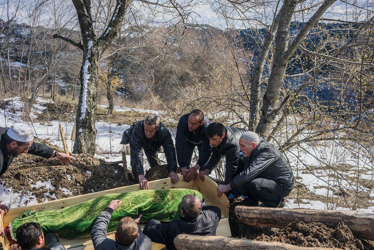 transporte de corpo ao cemitério