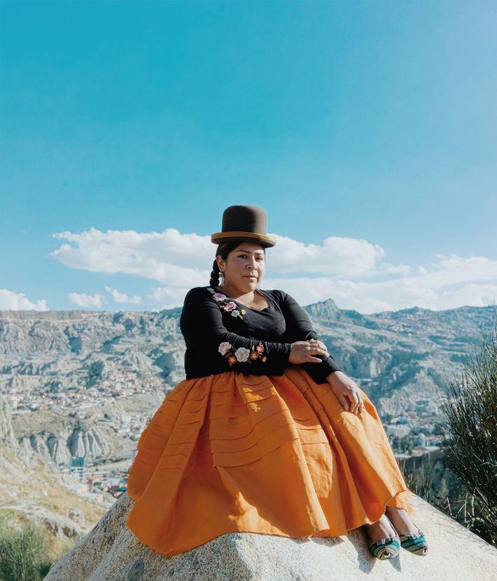 """Claudina, uma Cholita Voadora, vem de uma família de lutadores. Ela diz: """"Meu pai era lutador. ..."""