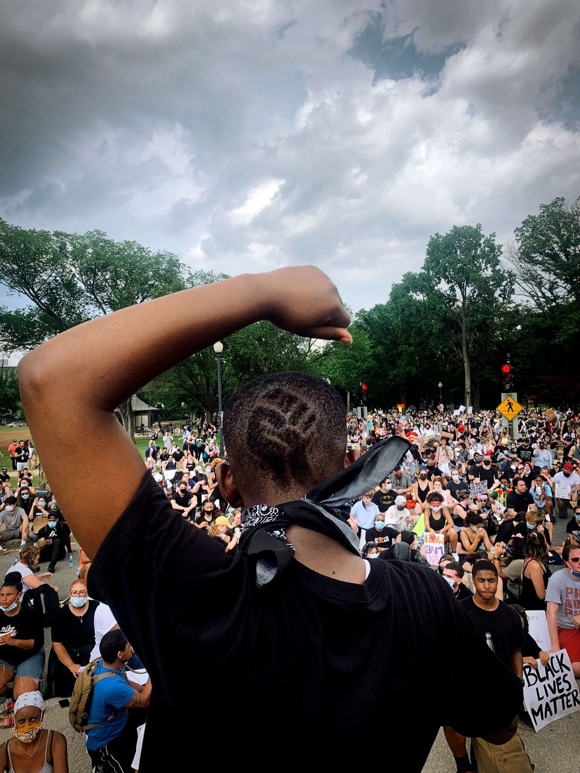 Philomena Wankenge, membro do grupo Freedom Fighters DC, fala para uma multidão no Lincoln Memorial durante ...