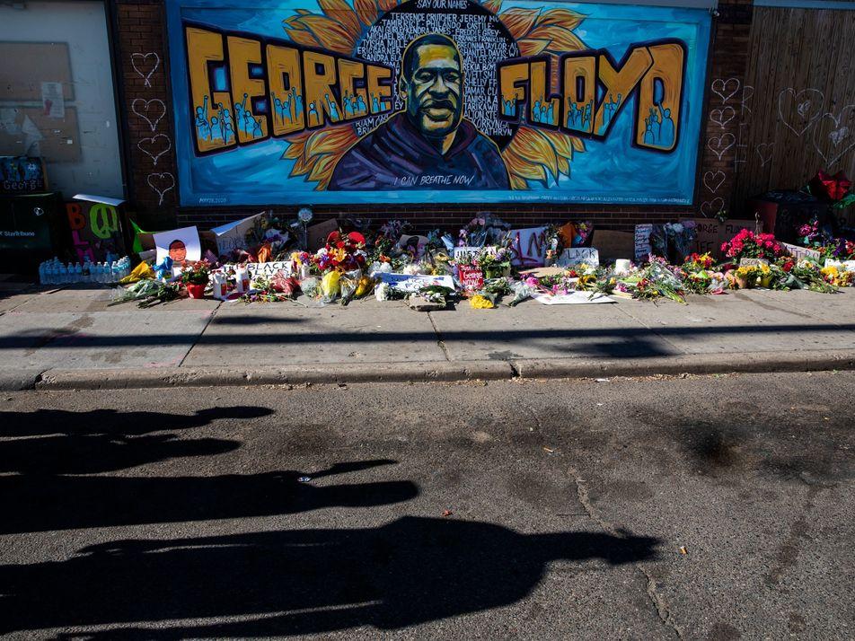 'Estamos sofrendo, estamos sofrendo': dor e indignação se misturam em Minneapolis, nos EUA