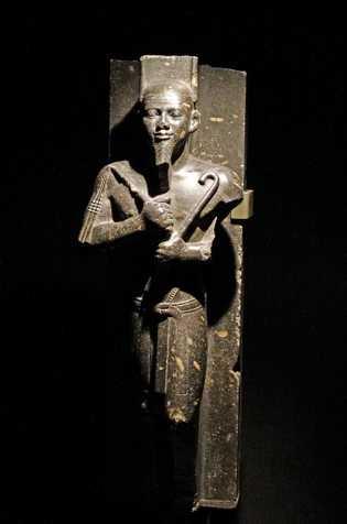 Uma estátua do faraó Taharqa, que governou todo o Egito no século 7 a.C.