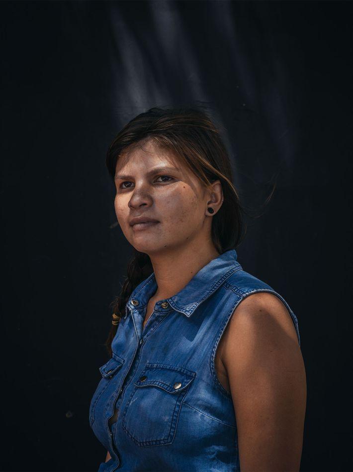 Oriana Brito, 20, de Caracas, na Venezuela, está dormindo nas ruas de Cúcuta há mais de ...