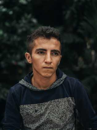 Albero Romero, 16, mora no Parque Simón Bolívar, em Cúcuta, na Colômbia, há três meses.