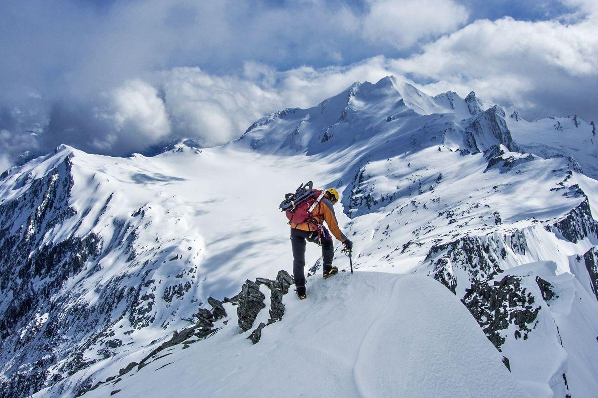 Monte Brewster (à direita) e Top Heavy (à esquerda), com o Brewster Glacier