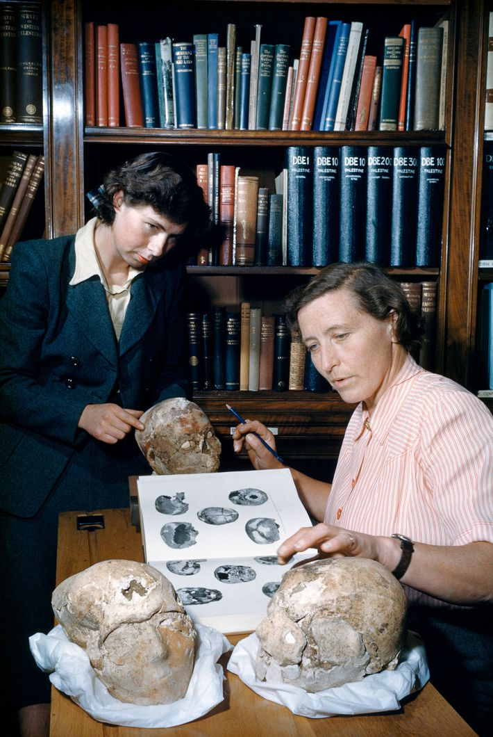 Outro fenômeno presente no período neolítico são os crânios humanos em gesso. Nesta foto da National ...