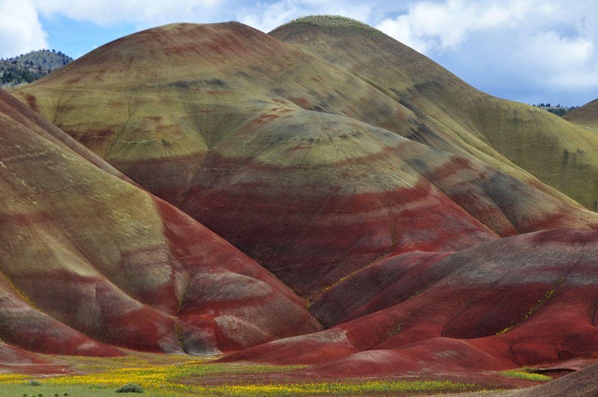 foto de montanhas coloridas