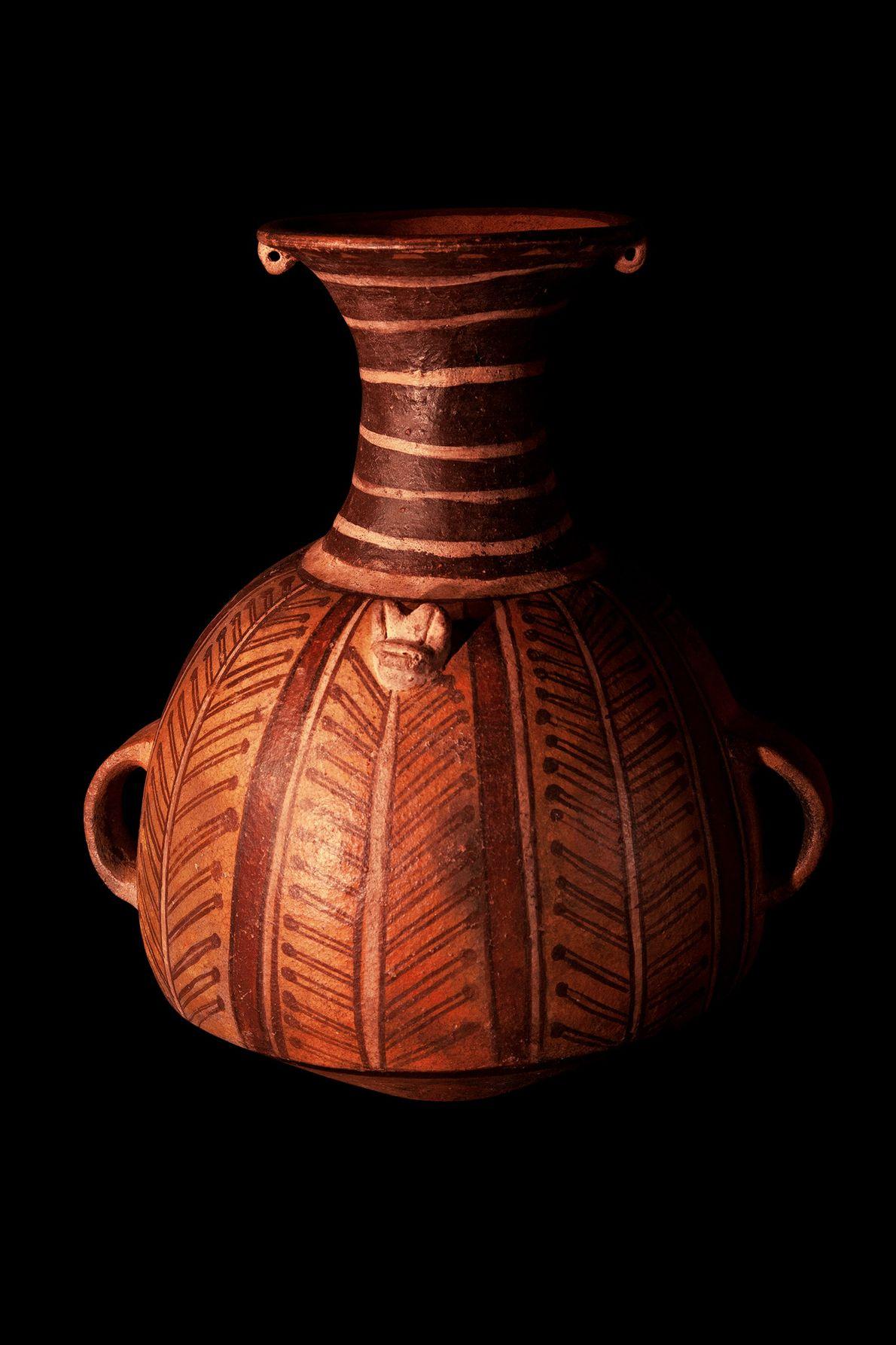 Vaso da cultura inca (1438 d.C.-chegada dos conquistadores espanhóis) encontrados nos Andes Centrais, atual Peru. A ...