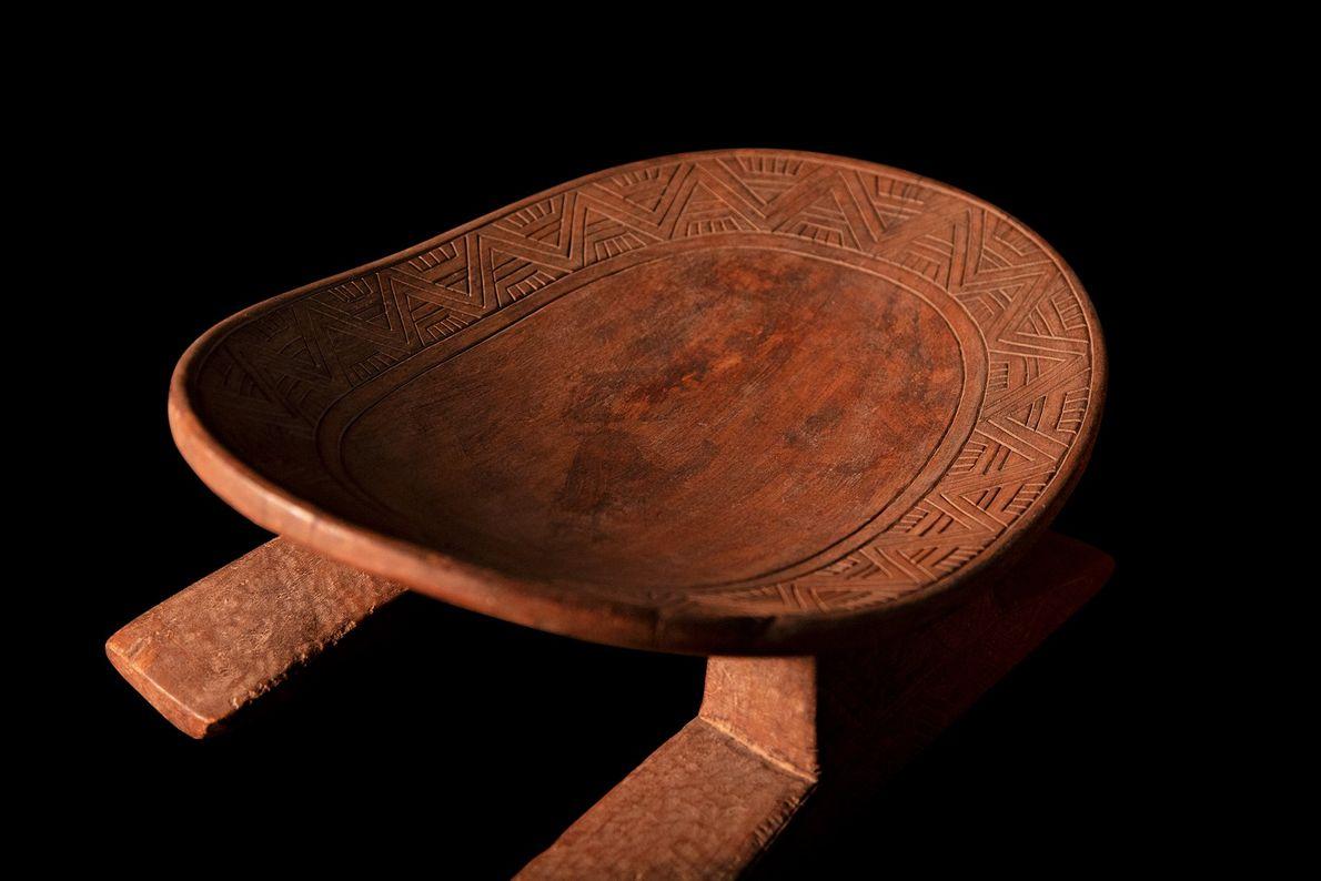 Cadeira da cultura inca (1438 d.C.-chegada dos conquistadores espanhóis). É provável que a peça sej aum ...