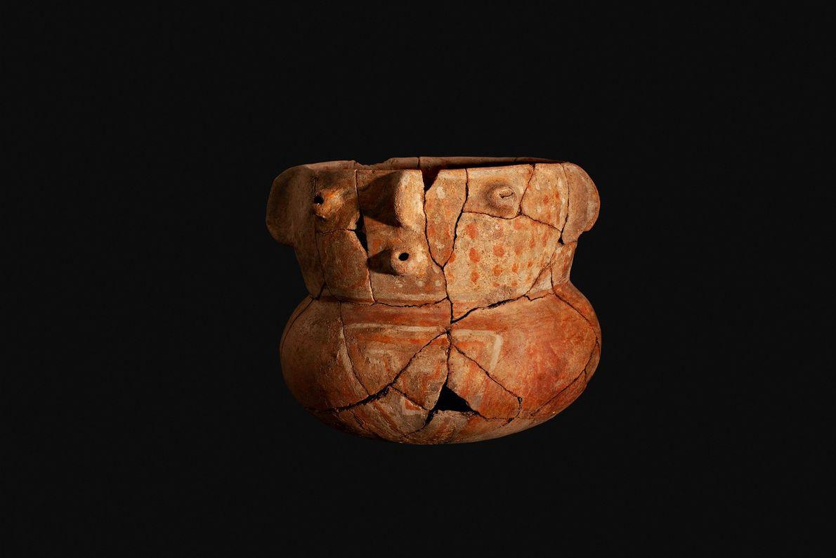 Jarro antropomorfo biglobular da cultura proto-diaguita ou ánimas (800-900 d.C.) encontrado em El Olivar.
