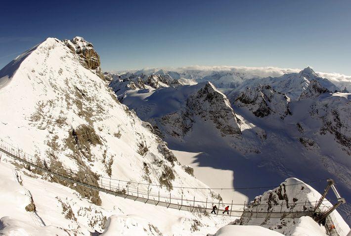 ponte-suspensa-mirante-alpes-suicos