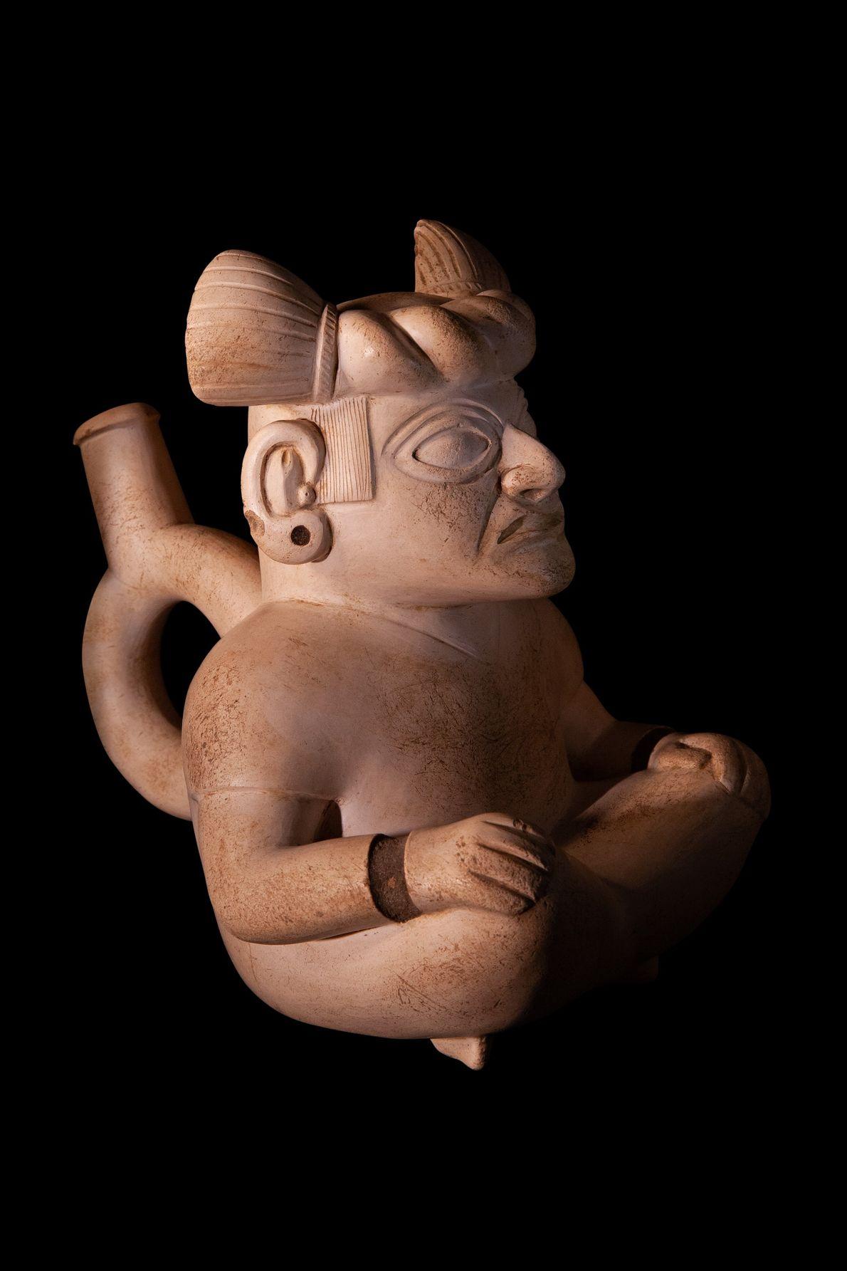Garrafa com alças da cultura norte mochicha (séculos 1-7 d.C.) encontrada nos Andes Centrais, atual Peru. ...