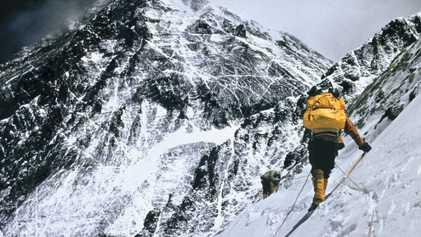 Fotos de alpinistas no Everest ao longo dos anos