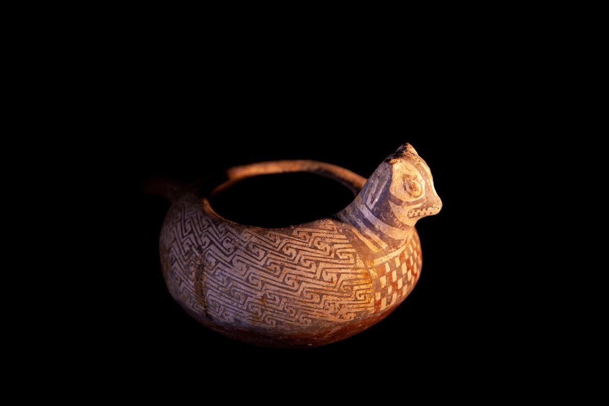 Vaso zomórfico da terceira fase diaguita, conhecida como cultura diaguita-inca (1.470-1.536 d.C), encontrado em El Olivar. ...