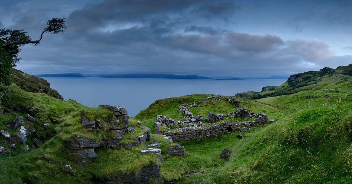 Restam apenas pedras do vilarejo de Hallaig na ilha de Raasay. O lugar foi esvaziado pela ...