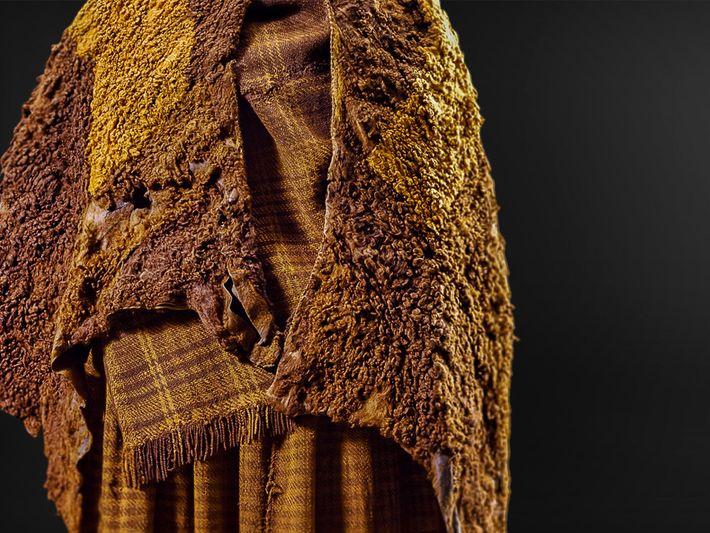 foto roupa de mumia do pantano