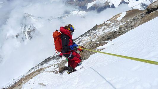 Banido do Everest, este alpinista cego não perde a determinação
