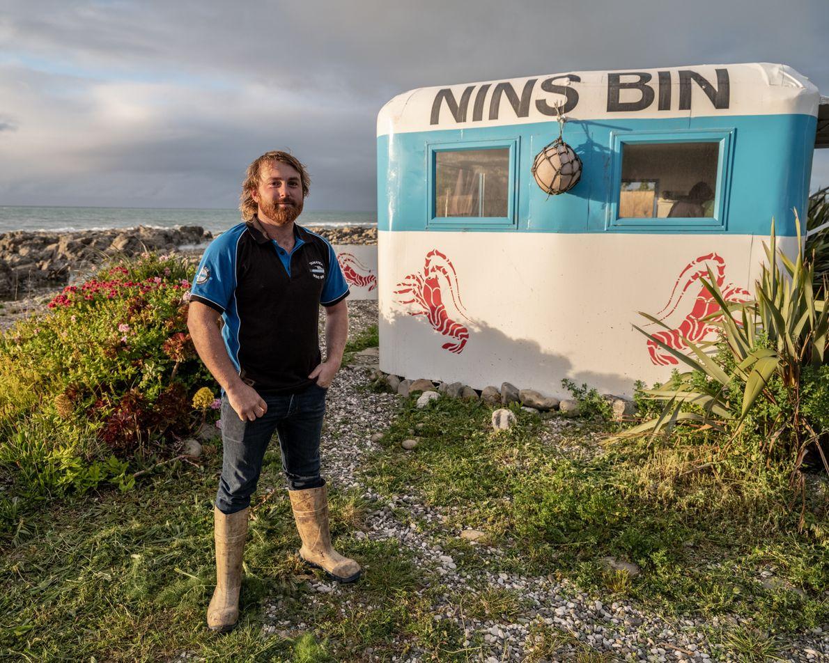 Johnny Clark, dono da lanchonete Nin's Bin