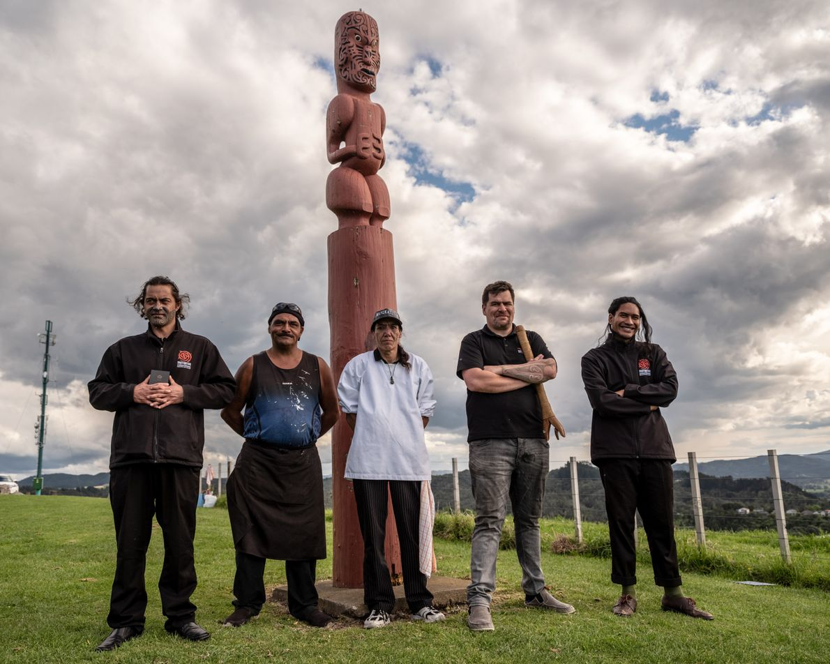 Membros do Mataatua Marae