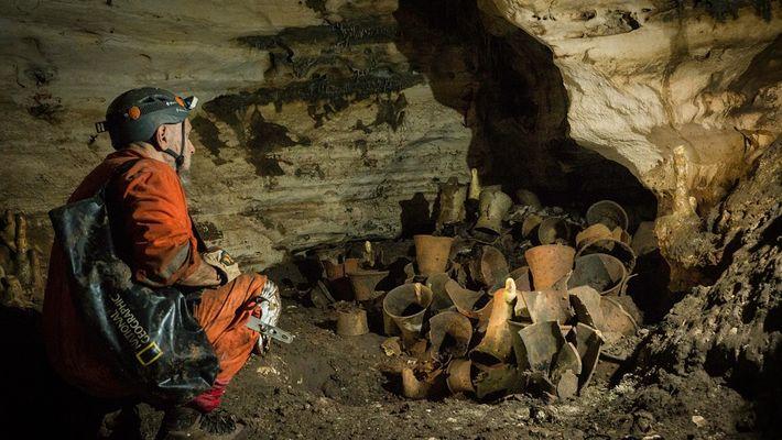 Vídeo exclusivo: antiga caverna maia intocada guarda segredos de mil anos atrás