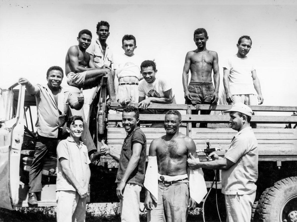 Em 1969, veículos eram parados nas estradas do Maranhão para aplicação de vacinas. Através de programas ...
