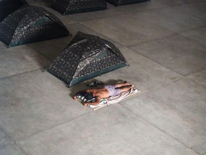 Barracas instaladas em abrigo temporário em Boa Vista, Roraima.