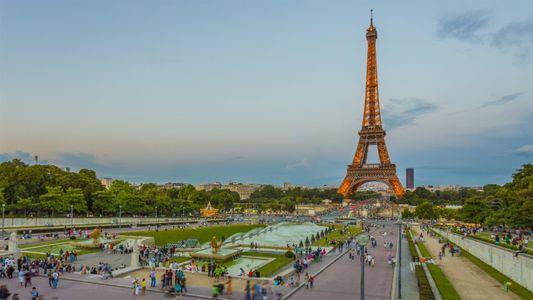 A cada 7 anos, a Torre Eiffel tem sua pintura renovada. Veja como