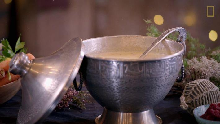 Sabores da Noruega: aprenda a fazer uma sopa de bacalhau defumado com Gordon Ramsay