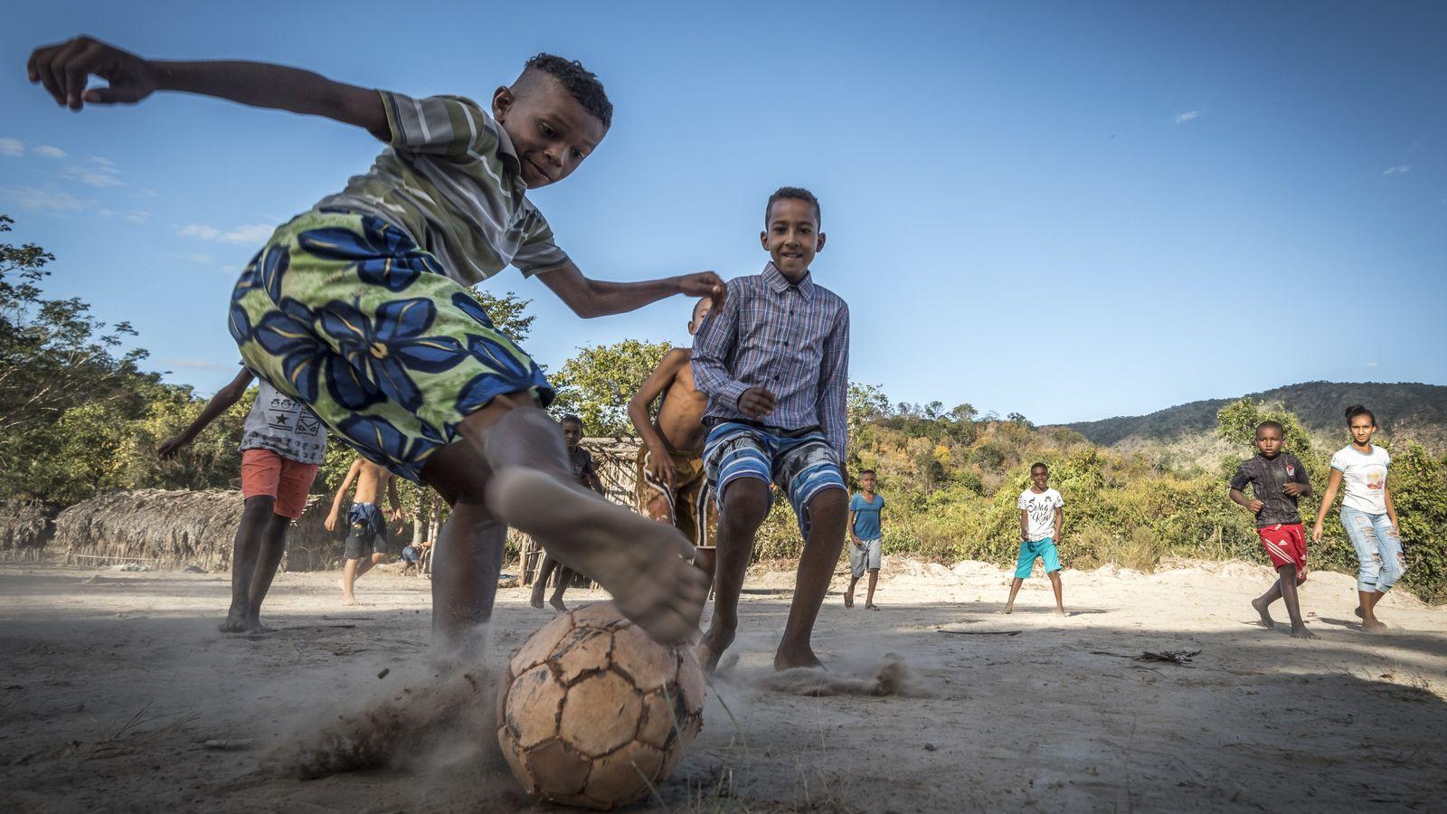 Quilombolas jogam futebol em sítio histórico que abriga o Patrimônio Cultural Kalunga