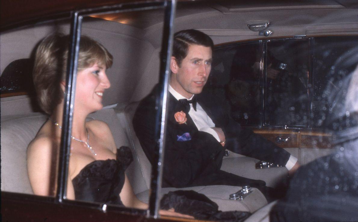Princesa Diana e Príncipe Charles em carro
