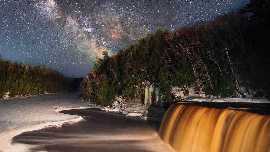 Veja como um fotógrafo capturou estrelas e meteoros de uma bela paisagem nos Estados Unidos