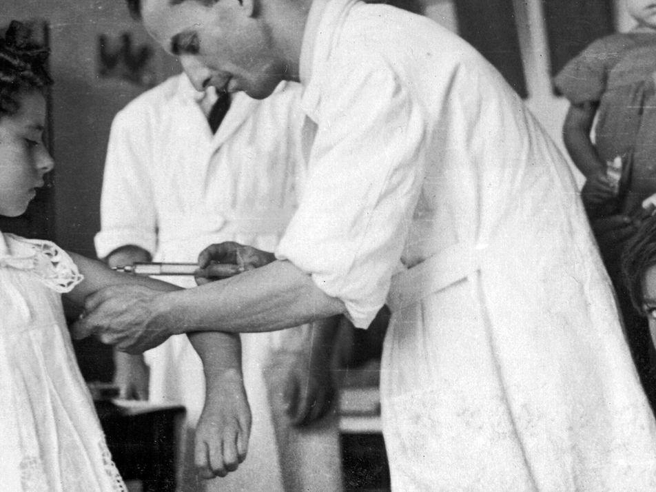 Fotos históricas das campanhas de vacinação no Brasil