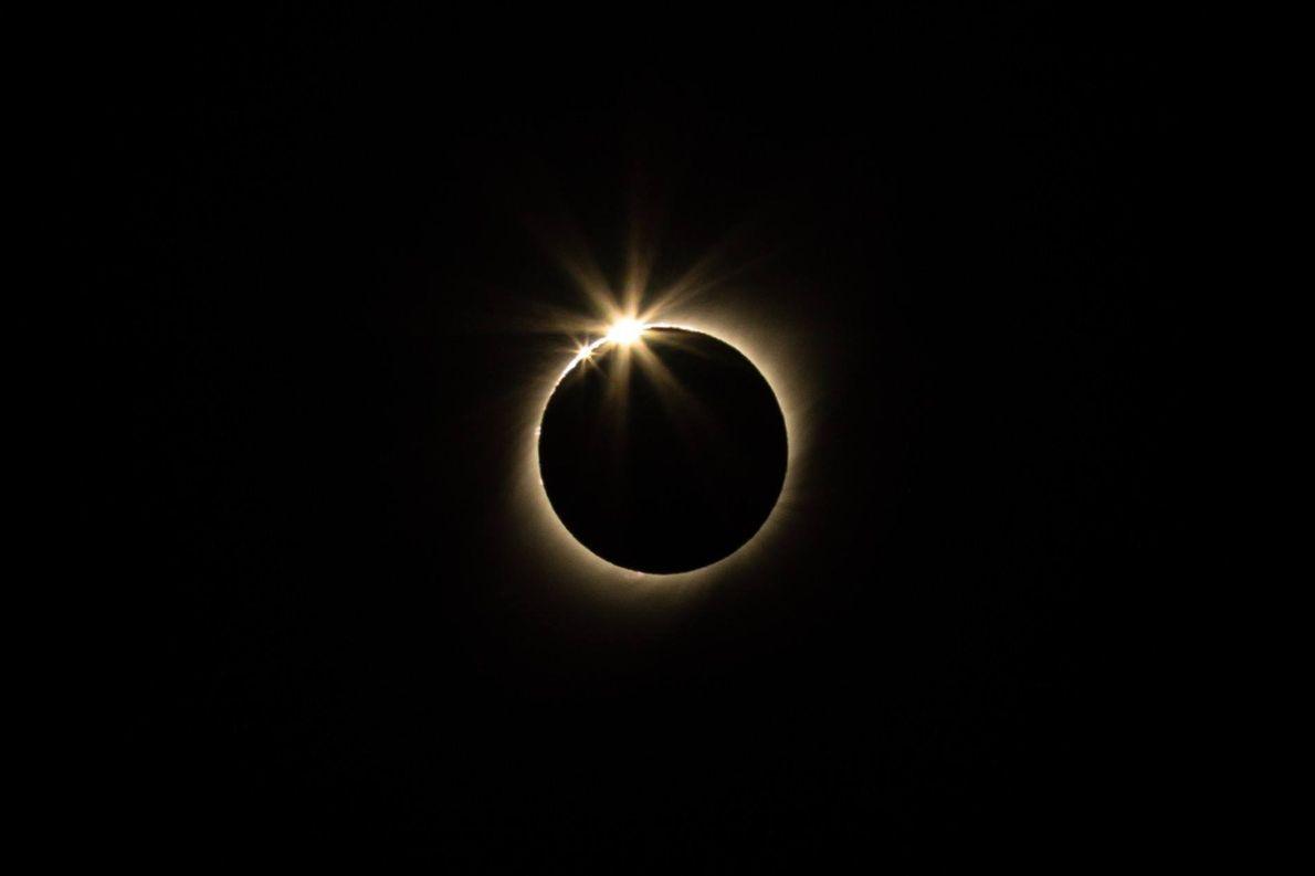 O ponto máximo do eclipse no Chile e na Argentina foi às 17h39 do horário local.