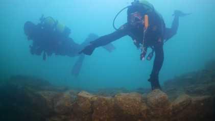 Fortaleza submersa de 3 mil anos é encontrada em lago na Turquia