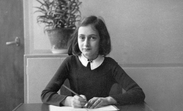 A adolescente Anne Frank tornou-se uma das mais conhecidas vítimas do Holocausto por meio do diário ...