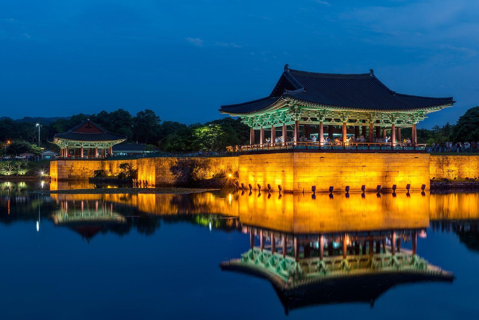 Gyeongju, Coreia do Sul | O Palácio de Donggung tem vista para as águas serenas do ...