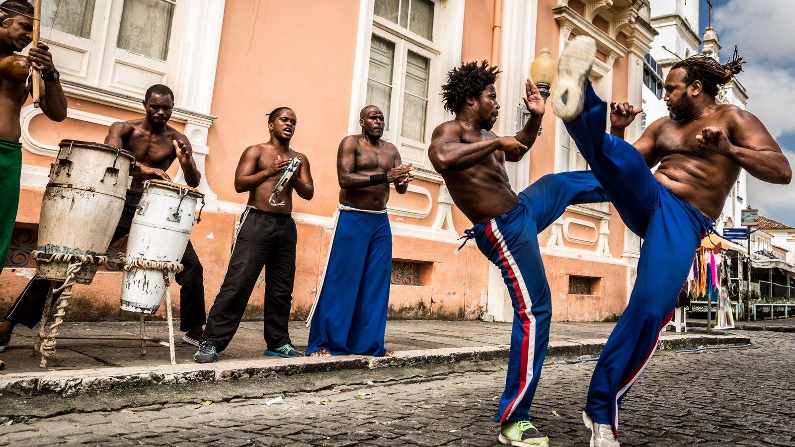 Capoeira   Capoeiristas em Salvador (BA). O último bem brasileiro a ser inscrito na lista representativa ...